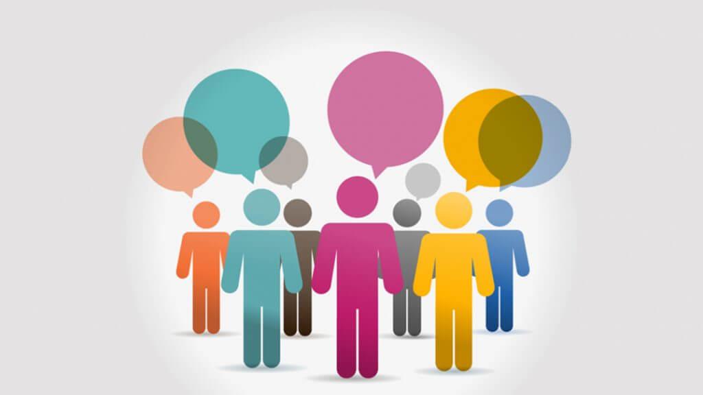 Imagem com diversas formas de pessoas. Em cima de cada pessoa possui um balão de fala.